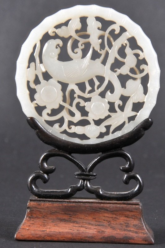 522:  A 17TH/18TH CENTURY CHINESE WHITE JADE CARVED PLA