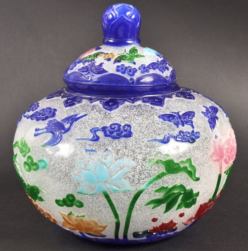 2:  AN EARLY 20TH CENTURY CHINESE PEKING GLASS VASE AND