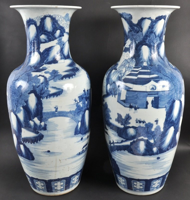 5:  A PAIR OF 19TH CENTURY CHINESE BLUE AND WHITE BALUS