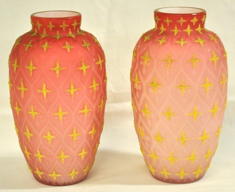 752: A GOOD PAIR OF VASELINE GLASS VASES. 7. 5ins high.