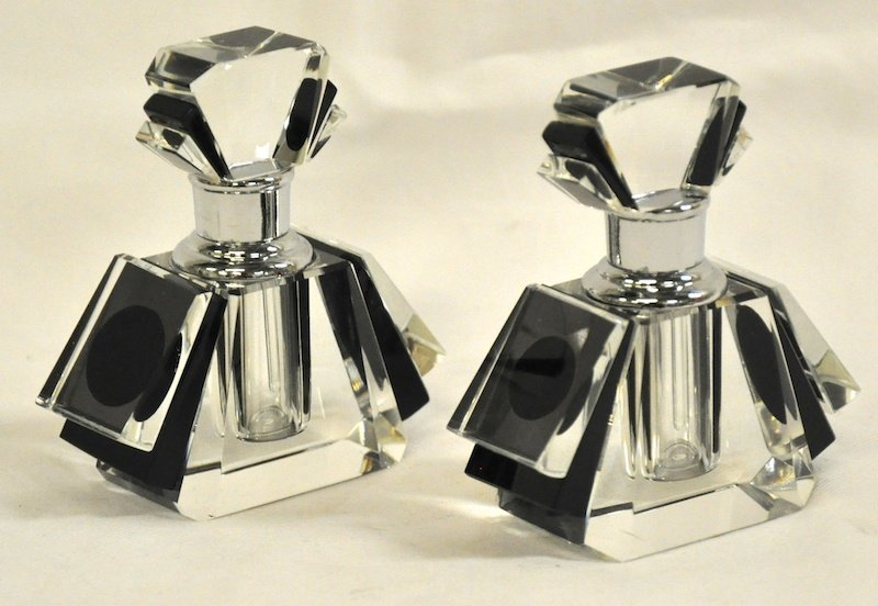 755: A SMALL PAIR OF ART DECO SCENT BOTTLES.