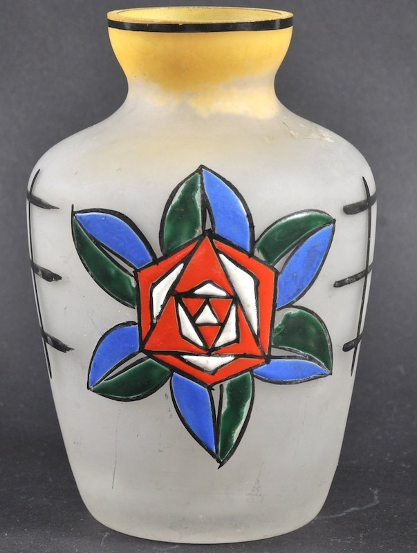 758: AN ART DECO FRENCH ENAMELLED GLASS VASE painted wi