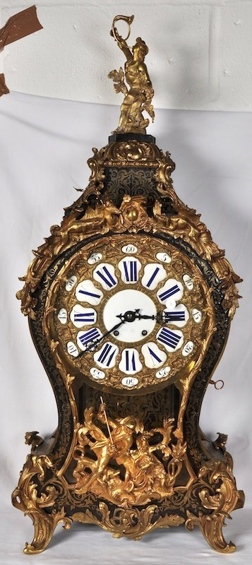 781:  A LARGE 18TH CENTURY FRENCH BOULLE CLOCK AND BRAC