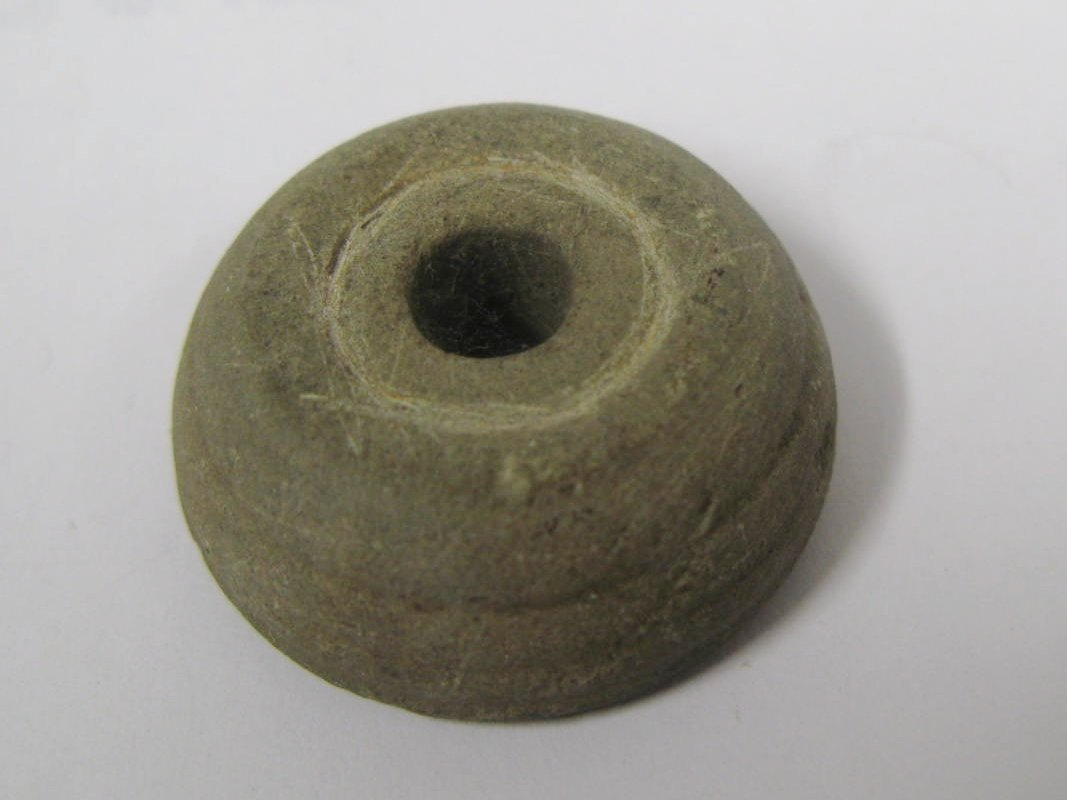 1317:  Romano-British shale spindle whorl, bun-shaped w
