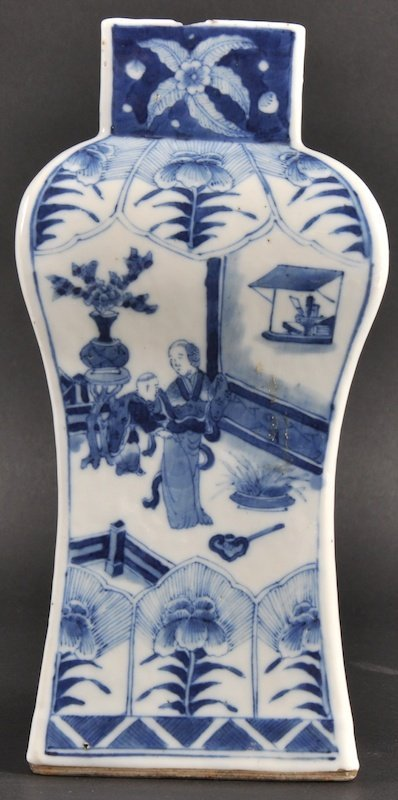 8:  AN 18TH/19TH CENTURY CHINESE BLUE AND WHITE BALUSTE