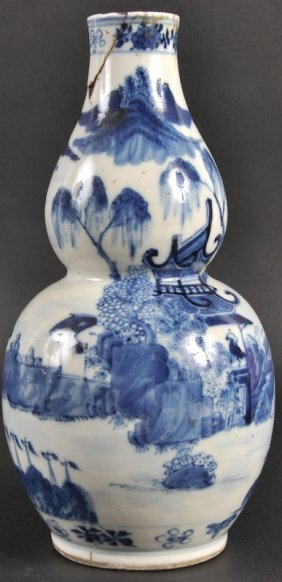 9:  A 19TH CENTURY CHINESE BLUE AND WHITE DOUBLE GOURD
