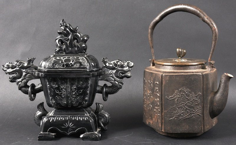 15: A 19TH CENTURY JAPANESE EDO PERIOD CAST IRON KETTLE