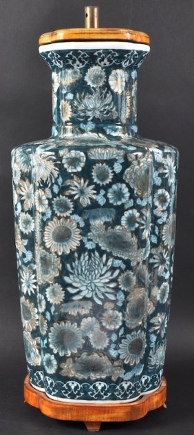 16:  AN EARLY 20TH CENTURY CHINESE PORCELAIN ENAMELLED