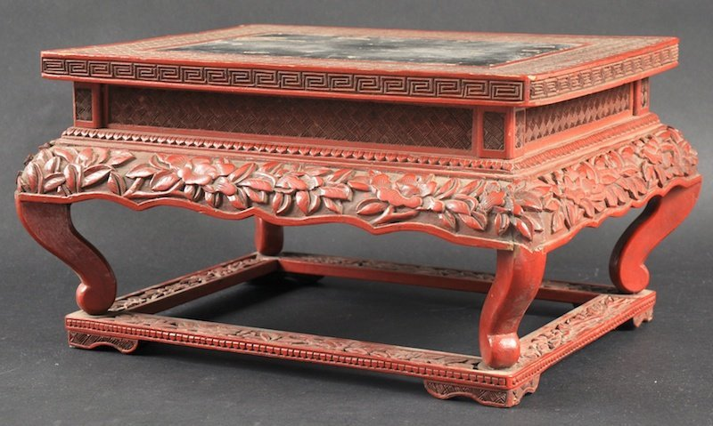 19:  A LOVELY 18TH CENTURY CHINESE CINNABAR LACQUER STA