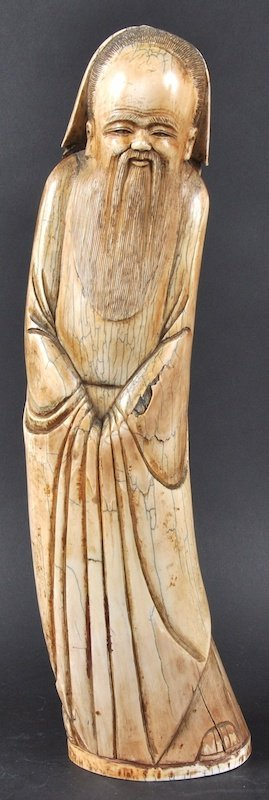 24:  A GOOD CHINESE QING DYNASTY CARVED IVORY FIGURE OF