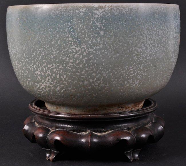 134:  A FINE CHINESE JUNYAO GLAZED POTTERY BOWL probabl