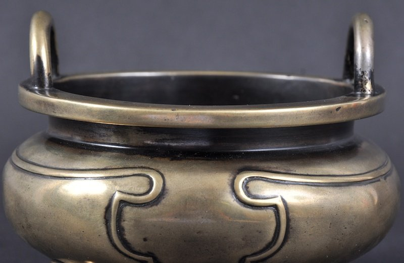 294:  A GOOD 18TH CENTURY CHINESE TWIN HANDLED BRONZE C - 5