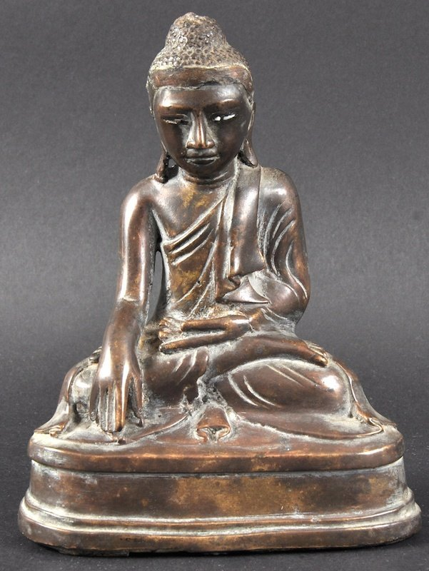 A 19TH CENTURY CHINESE BRONZE FIGURE OF A BUDDHA with
