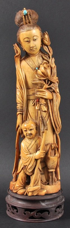 AN EARLY 20TH CENTURY CHINESE STAINED IVORY FIGURE OF G