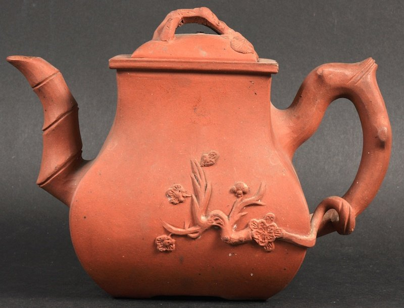 A 19TH CENTURY CHINESE YIXING POTTERY TEAPOT AND COVER