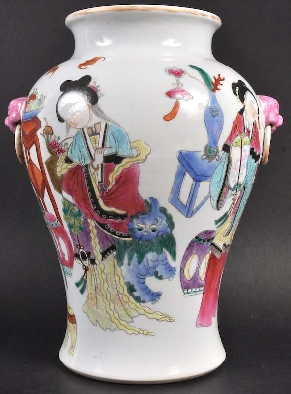 AN EARLY 20TH CENTURY CHINESE BALUSTER ENAMELLED VASE b