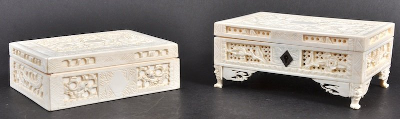AN EARLY 20TH CENTURY CHINESE CANTON IVORY CASKET toget