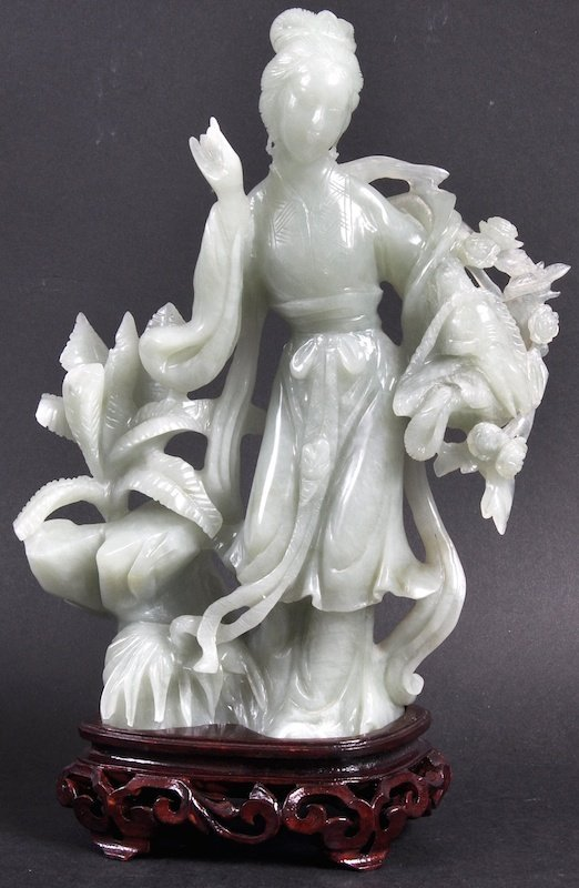 AN EARLY 20TH CENTURY CHINESE GREEN JADEITE FIGURE OF G