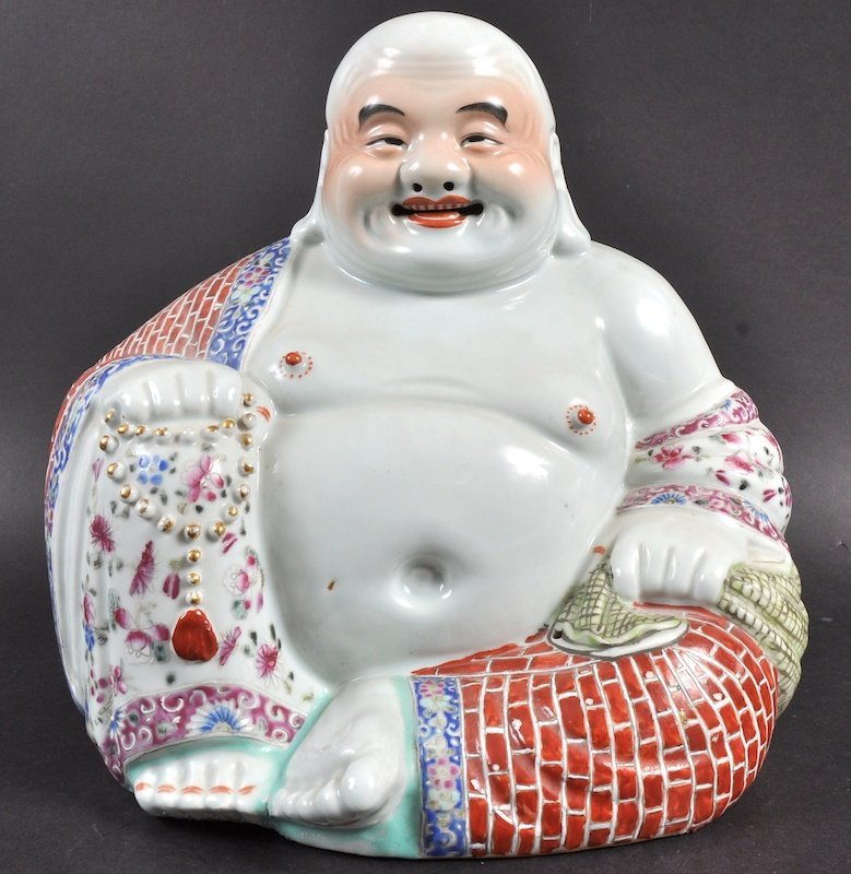 AN EARLY 20TH CENTURY CHINESE PORCELAIN ENAMELLED FIGUR