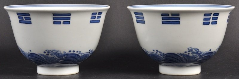 A PAIR OF CHINESE BLUE AND WHITE PORCELAIN TEABOWLS bea