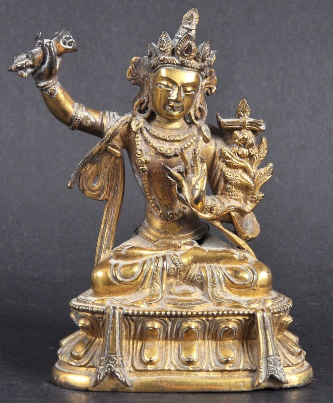 A GOOD CHINESE QING DYNASTY GILT BRONZE FIGURE OF AMITA