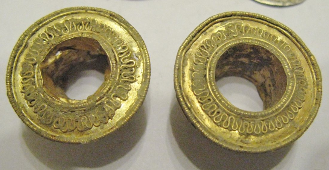 Byzantine Empire gold hair reel decorations, a pair of