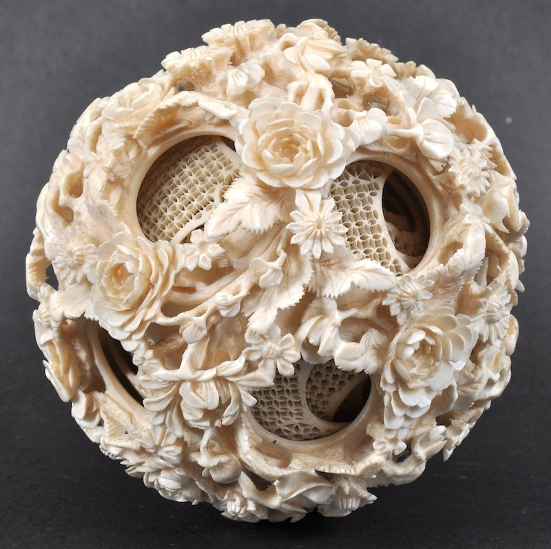 A FINE 19TH CENTURY CHINESE CARVED CANTON IVORY PUZZLE