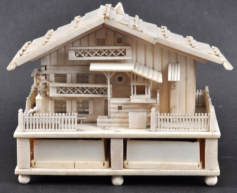 A LOVELY 19TH JAPANESE MEIJI PERIOD IVORY INKWELL in t