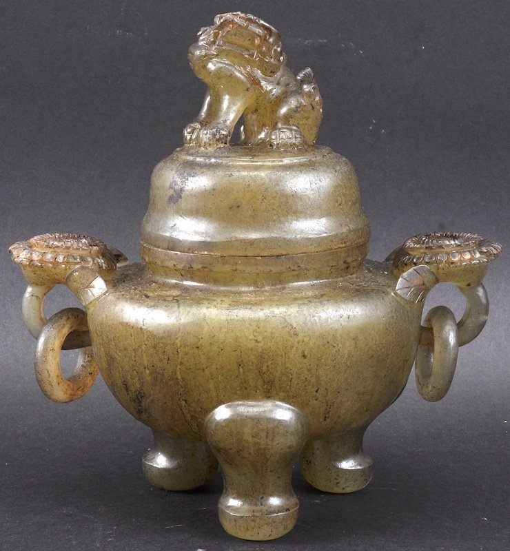 A 19TH CENTURY CHINESE CARVED GREEN JADE KORO AND COVER