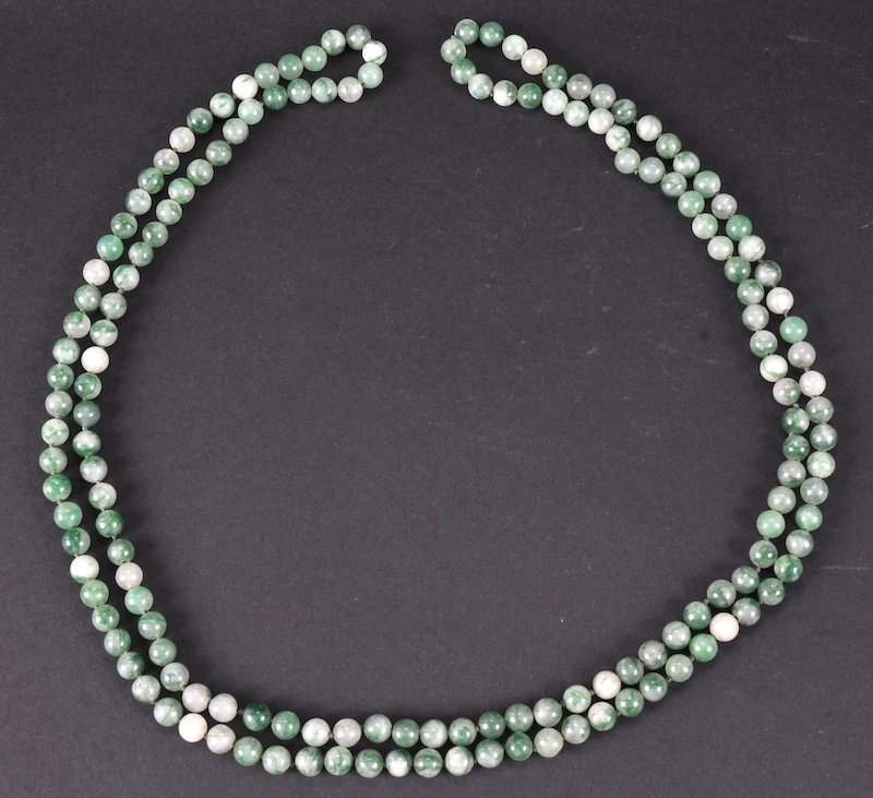 A CHINESE GREEN JADE SPHERICAL BEAD NECKLACE. Natural f