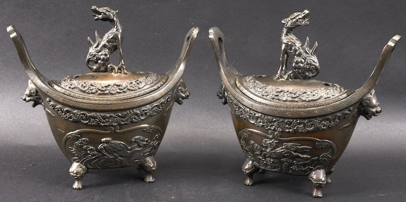 A GOOD PAIR OF 19TH CENTURY JAPANESE MEIJI PERIOD BRONZ