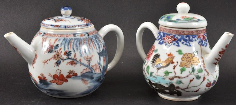 AN 18TH CENTURY CHINESE EXPORT PORCELAIN TEAPOT AND COV