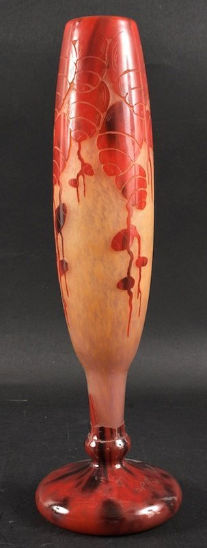A LE VERRE CAMEO GLASS VASE decorated with pink flowers