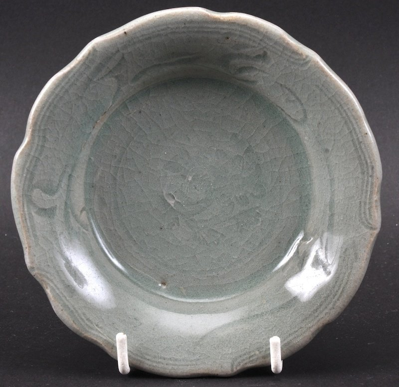 A SMALL CHINESE MING DYNASTY GREEN CELADON SALLOPED
