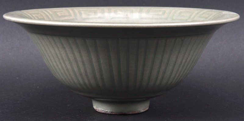 A CHINESE MING DYNASTY GREEN CELADON FLARED BOWL with