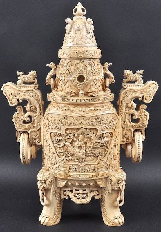 A FINE CHINESE QING DYNASTY CARVED IVORY TWIN HANDLED