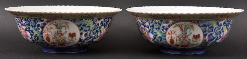 A PAIR OF LATE 19TH CENTURY CHINESE PORCELAIN BOWLS