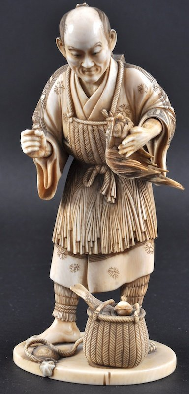 A FINE 19TH CENTURY JAPANESE MEIJI PERIOD IVORY OKIMONO