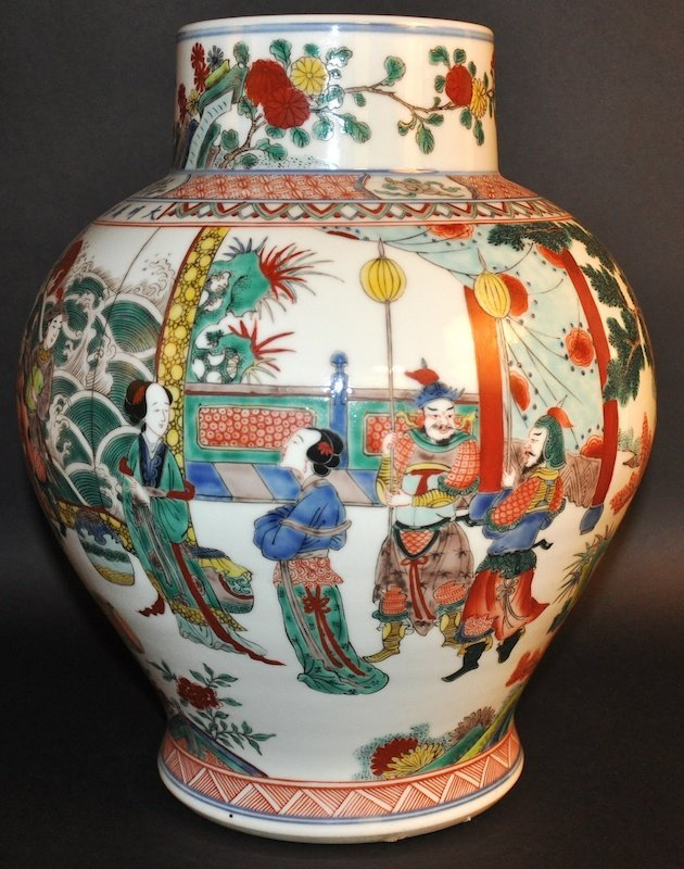 AN EARLY 20TH CHINESE WUCAI PORCELAIN BALUSTER VASE