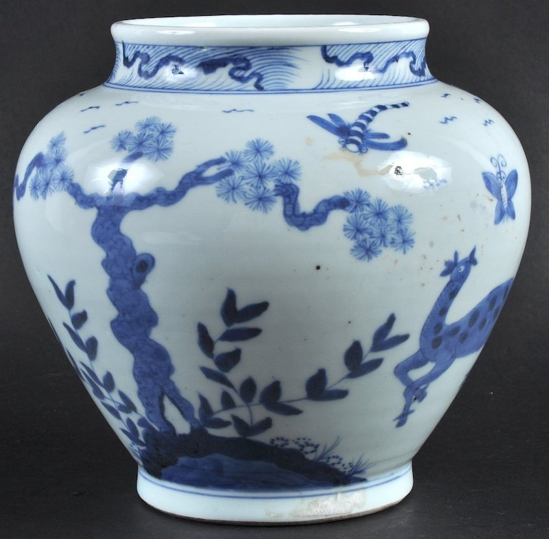 A CHINESE QING DYNASTY BLUE AND WHITE JARDINIERE transi