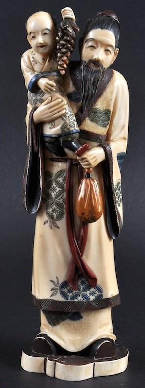 AN EARLY 20TH CENTURY JAPANESE MEIJI PERIOD IVORY FIGUR