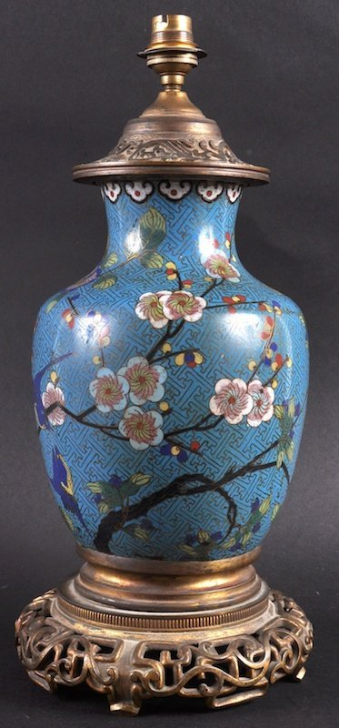 AN EARLY 19TH CENTURY CHINESE CLOISONNE ENAMEL VASE dec