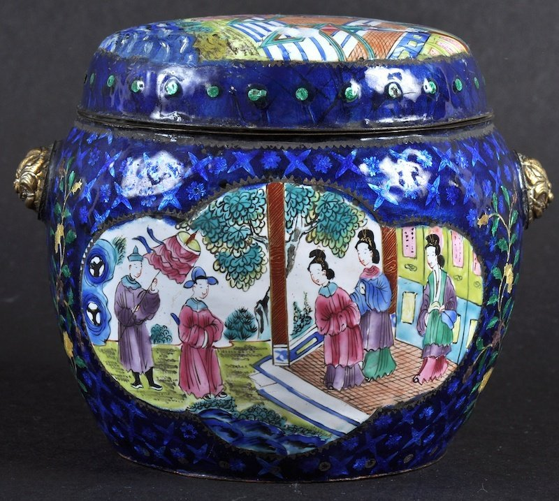 A 19TH CENTURY CHINESE CANTON ENAMEL BARREL AND COVER d