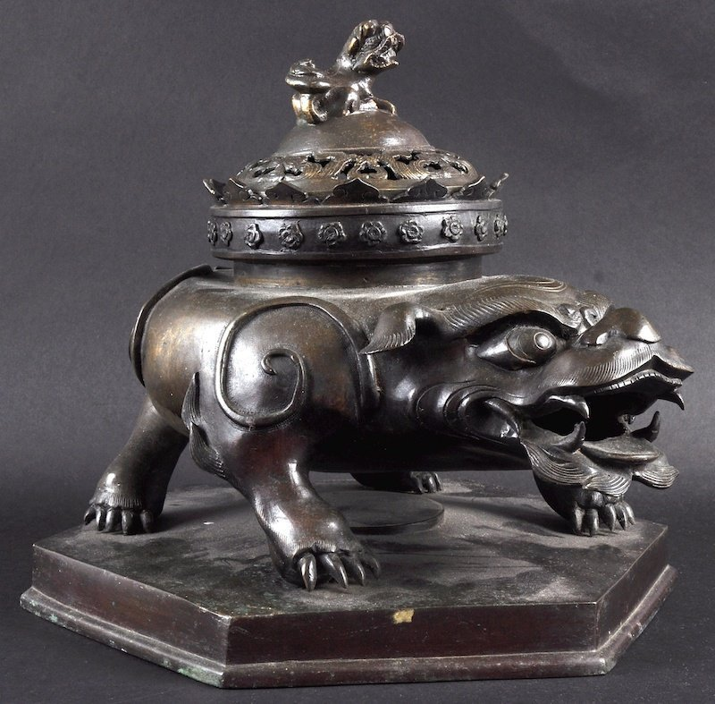 A 19TH CENTURY JAPANESE BRONZE INCENSE BURNER AND COVER