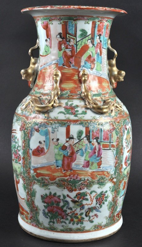 A 19TH CENTURY CHINESE CANTON FAMILLE ROSE VASE painted