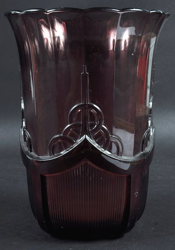 A 1920'S BELGIAN GLASS VASE.  8.5ins high.