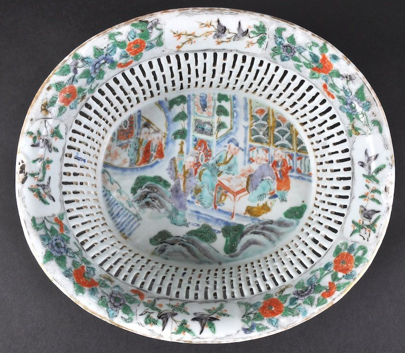 A GOOD 19TH CENTURY CHINESE FAMILLE VERTE RETICULATED
