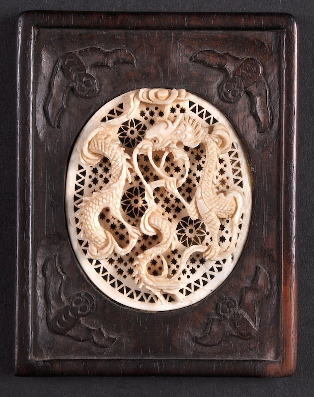AN EARLY 20TH CENTURY CHINESE CARVED IVORY PLAQUE