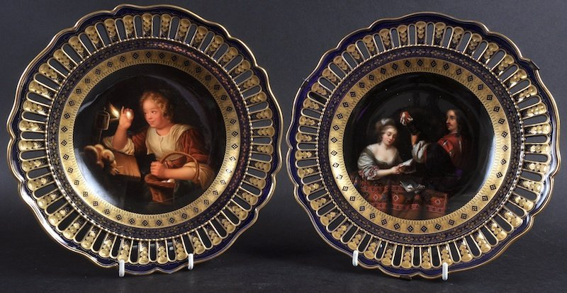A SUPERB PAIR OF 19TH CENTURY MEISSEN RICH BLUE PLATES,