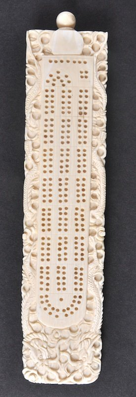 A 19TH CENTURY CHINESE CANTON IVORY CRIBBAGE BOARD
